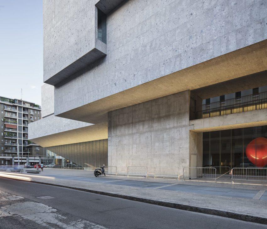 Exterior entrance of the Universita Luigi Bocconi / Grafton Architects