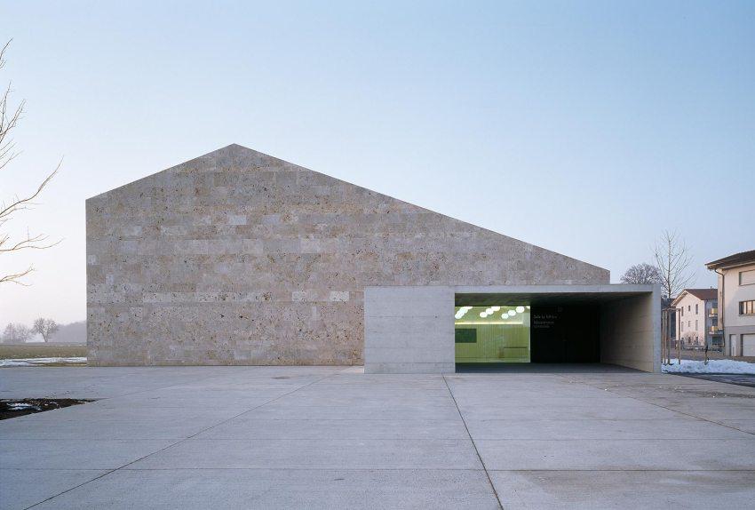 Main entrance- Community building 'La Tuffière' in Corpataux-Magnedens / 2b architectes