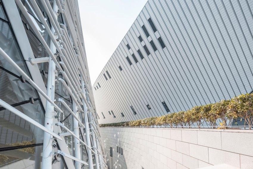 White Ceramic Facade - Fuzhou Strait Culture And Art Centre / PES-Architects
