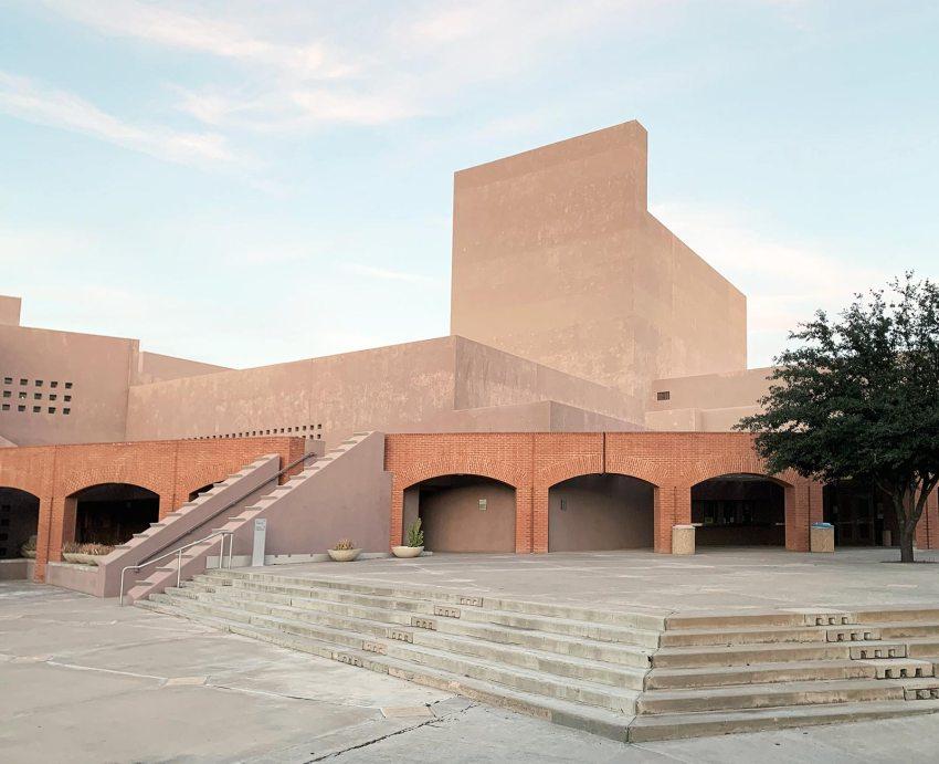 Brick -Nelson Fine Arts Center in Phoenix / Antoine Predock