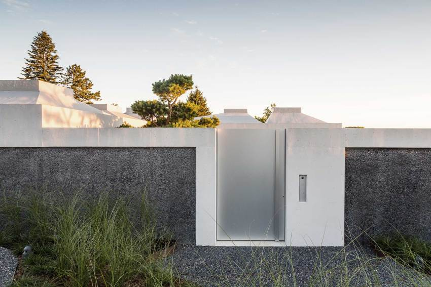 Entrance -Courtyard Houses in Zumikon / Think Architecture