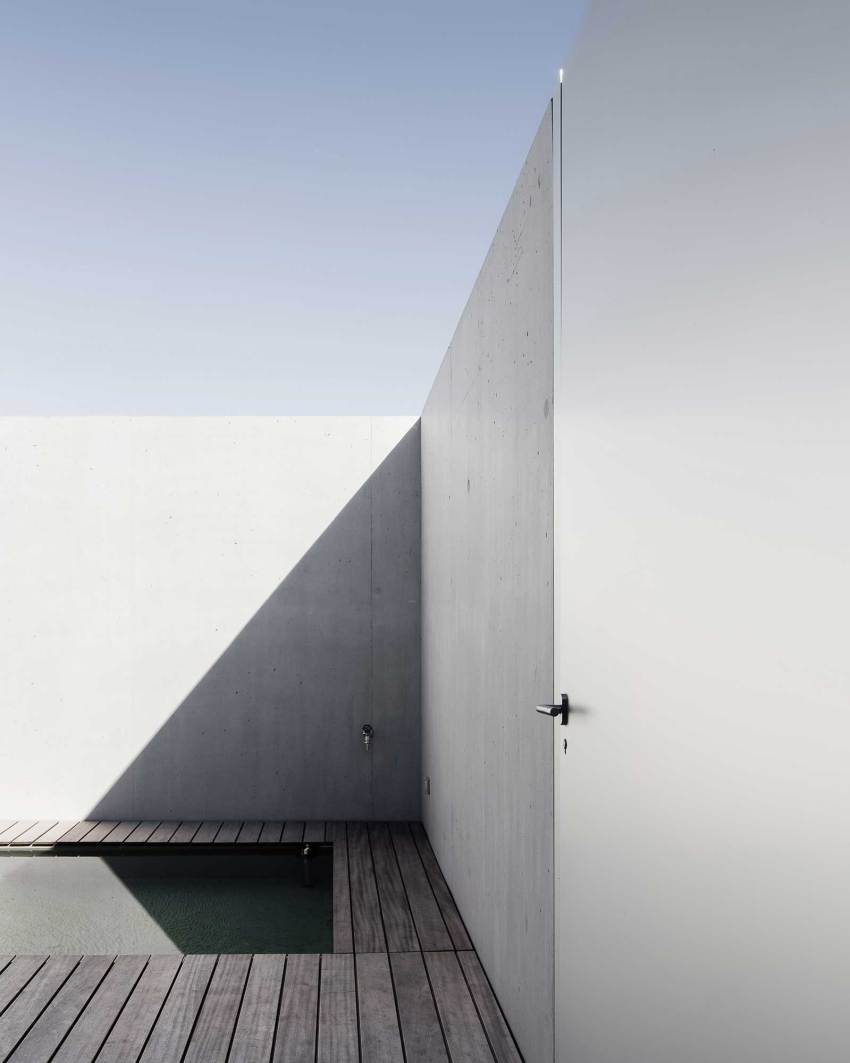 Water feature - Courtyard Houses in Zumikon / Think Architecture