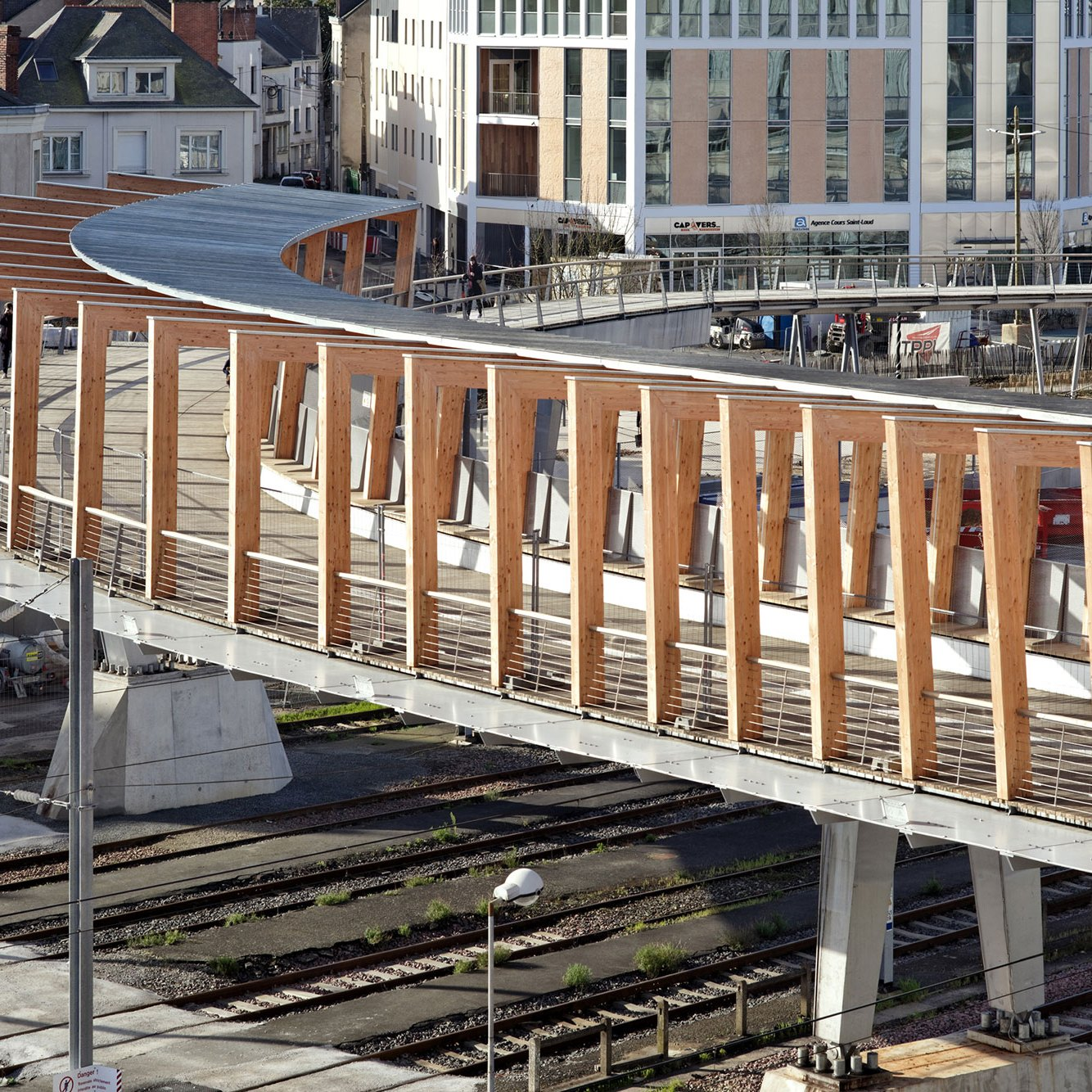 Aerial View - Footbridge at Angers Saint-Laud TGV Train Station / Dietmar Feichtinger Architectes (DFA)