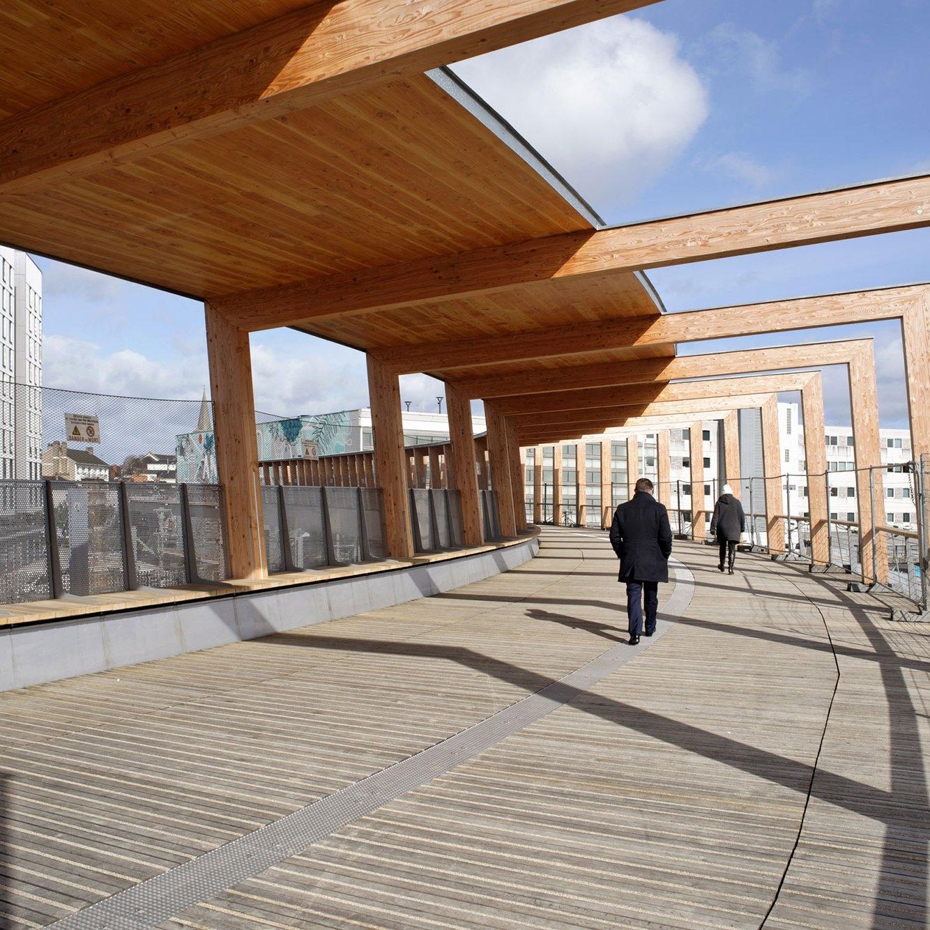 Span -Footbridge at Angers Saint-Laud TGV Train Station / Dietmar Feichtinger Architectes (DFA)