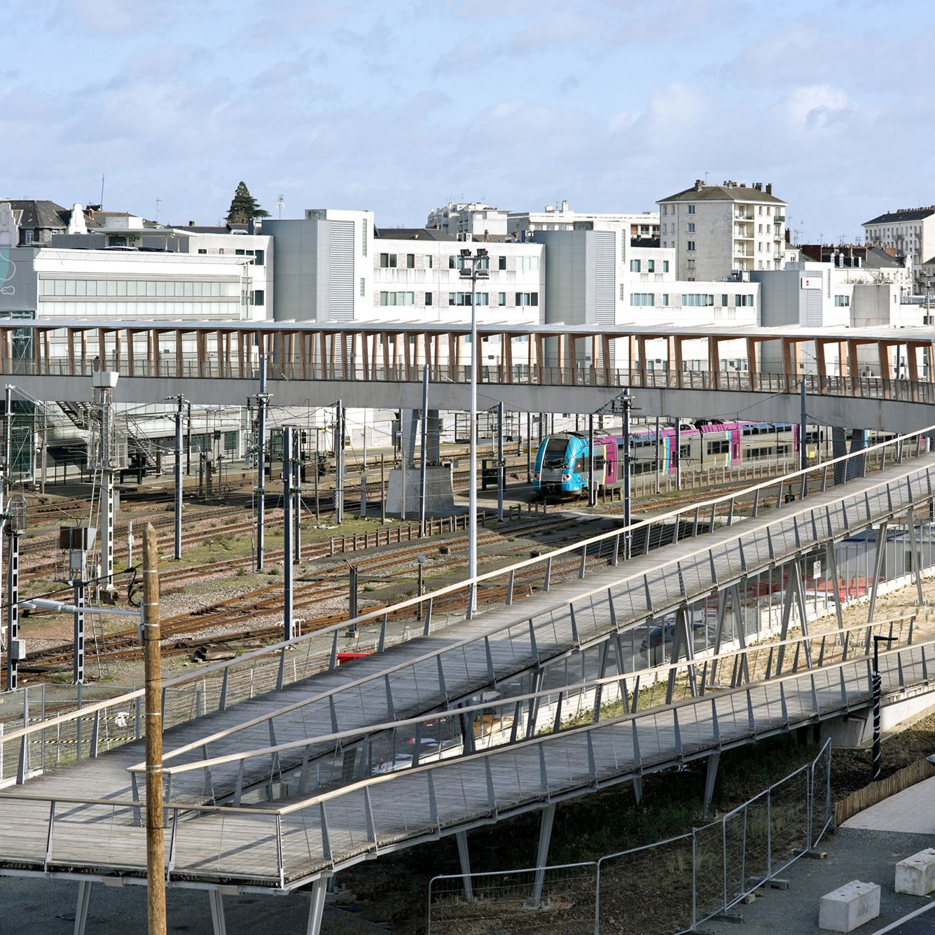Ramps - Footbridge at Angers Saint-Laud TGV Train Station / Dietmar Feichtinger Architectes (DFA)