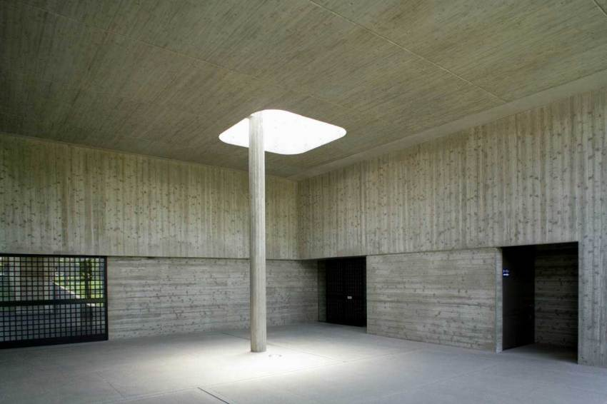 Column detail - Kaze-no-Oka Crematorium  / Fumihiko Maki