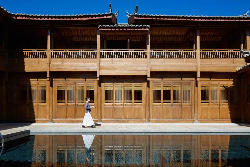 Courtyard of the Amandayan Resort in China / Ed Tuttle