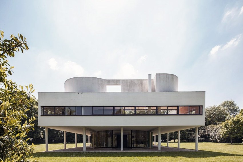 Rear View / Villa Savoye