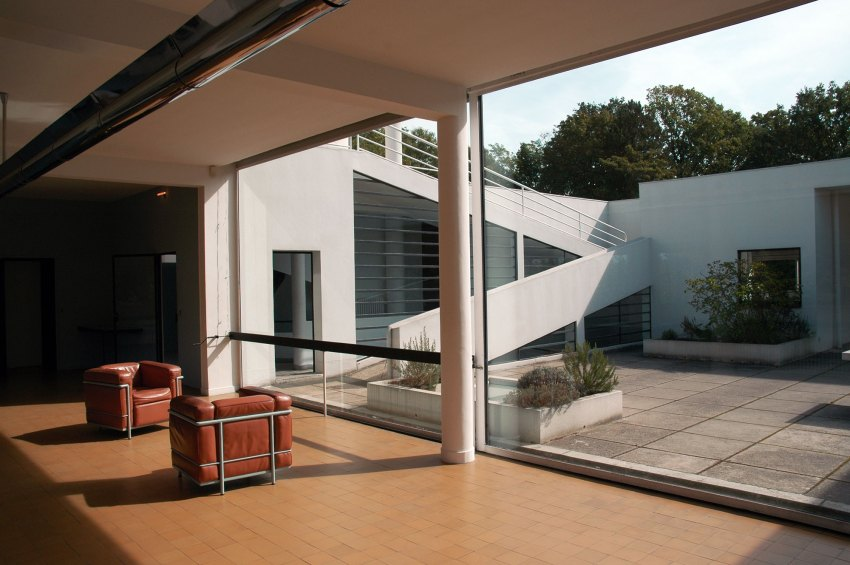 Living Room Opening to Courtyard - Villa Savoye / Le Corbusier