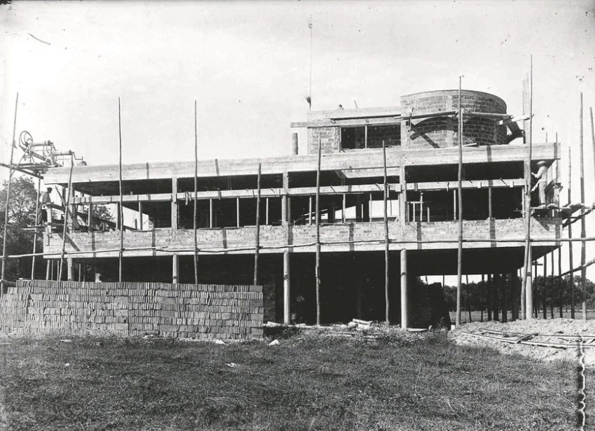 Construction - Villa Savoye / Le Corbusier