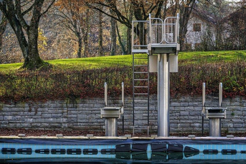 Outdoor pool Gauting: Waiting for summer / Michael Nguyen