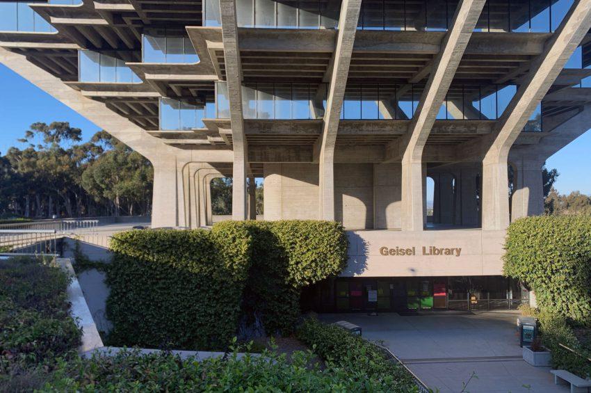 Library entrance - The Geisel Library / William Pereira & Associates