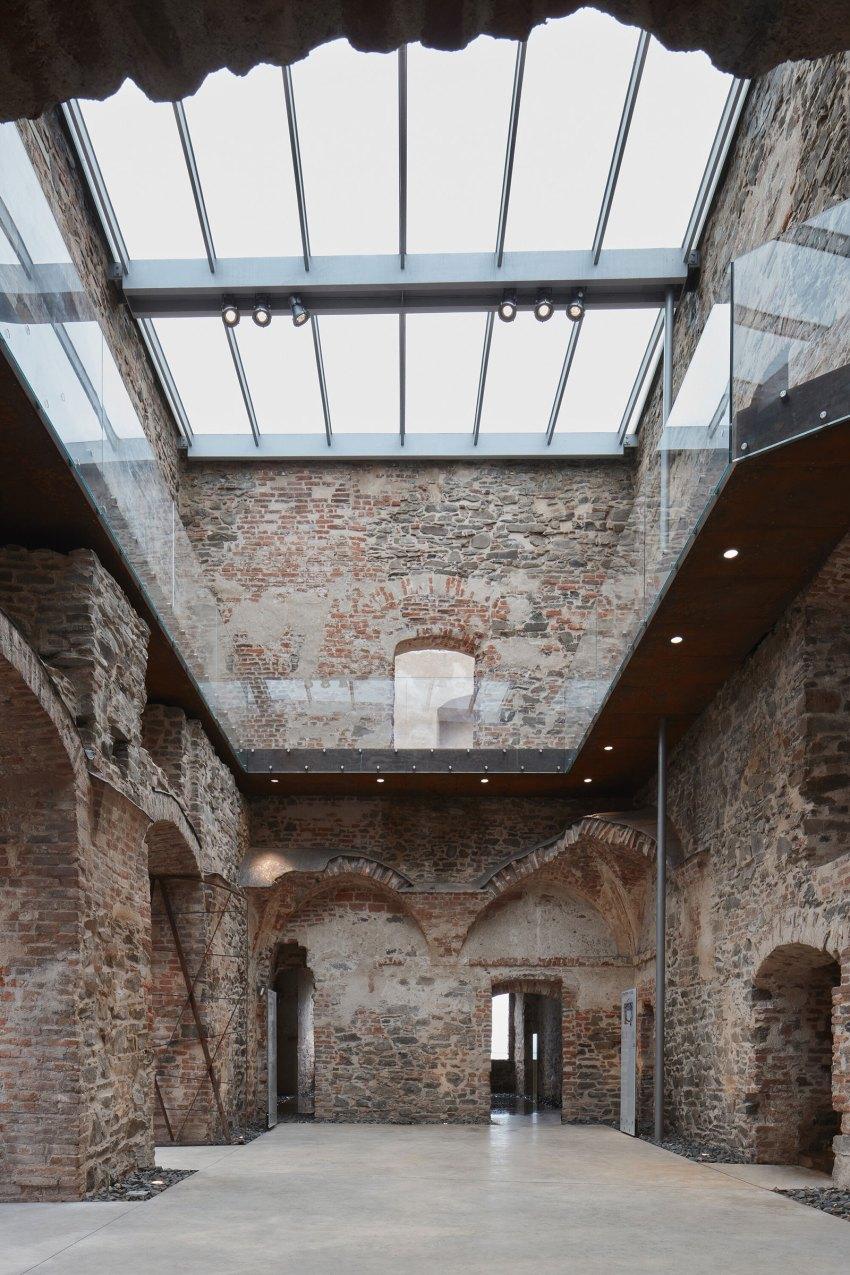 Bridges in courtyard - Helfštýn Castle Palace Reconstruction / Atelier-r