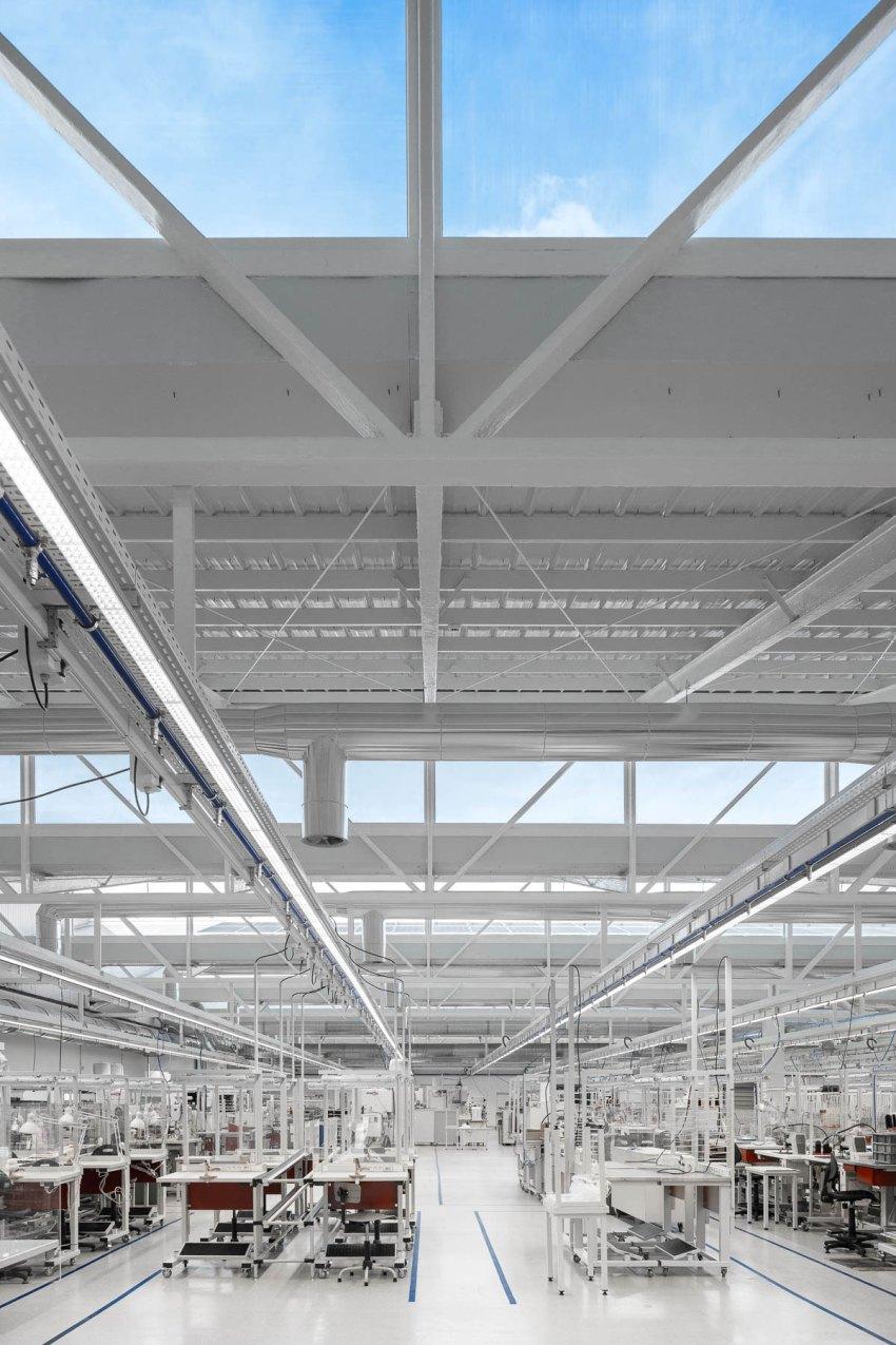 BRADCO Industrial Unit / Em Paralelo Studio