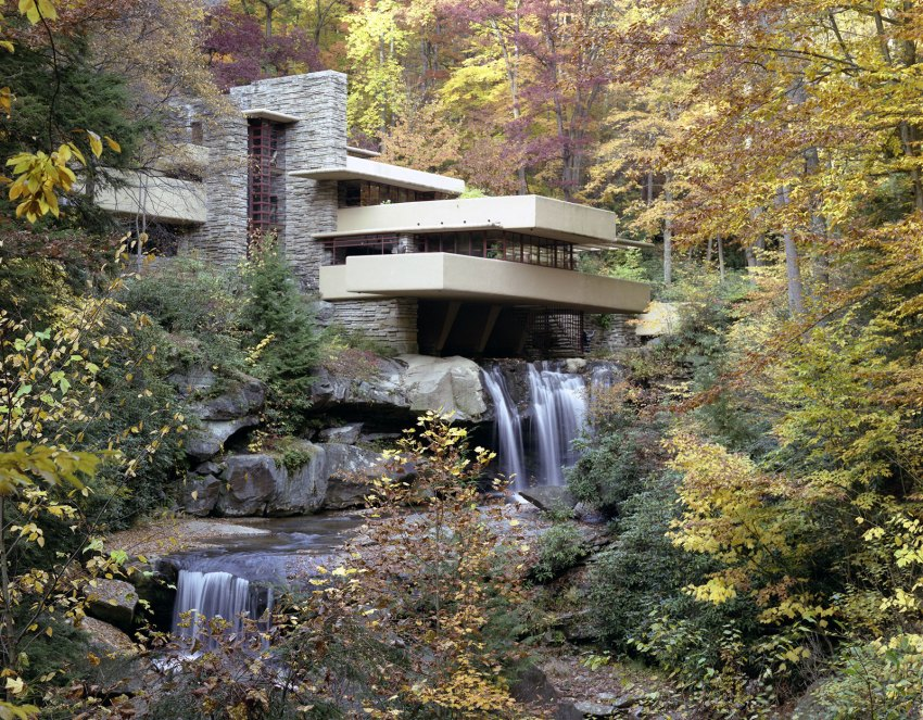 Iconic House - Fallingwater House by Frank Lloyd Wright / Edgar J. Kaufmann House