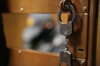 Узники материальной тюрьмы