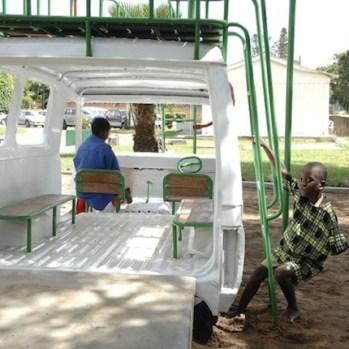 design-transformation-dune-carrosserie-dambulance-en-aire-de-jeux-pour-enfants-a-lhopital-au-malawi-4