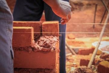 en-images-la-recherche-sur-les-materiaux-de-la-bibliotheque-de-muyinga-au-burundi-par-bc-architects-14