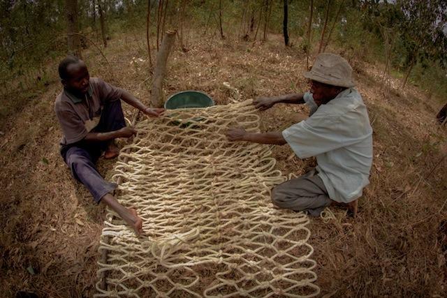 en-images-la-recherche-sur-les-materiaux-de-la-bibliotheque-de-muyinga-au-burundi-par-bc-architects-21
