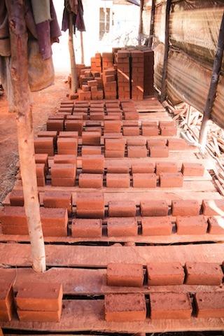 en-images-la-recherche-sur-les-materiaux-de-la-bibliotheque-de-muyinga-au-burundi-par-bc-architects-28