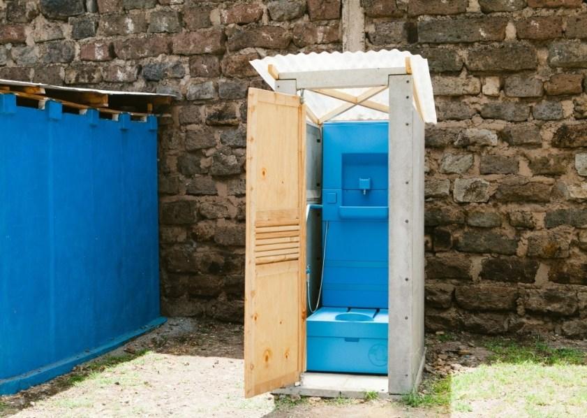 innovation-blue-diversion-des-toilettes-reunissant-le-meilleur-de-deux-mondes-8
