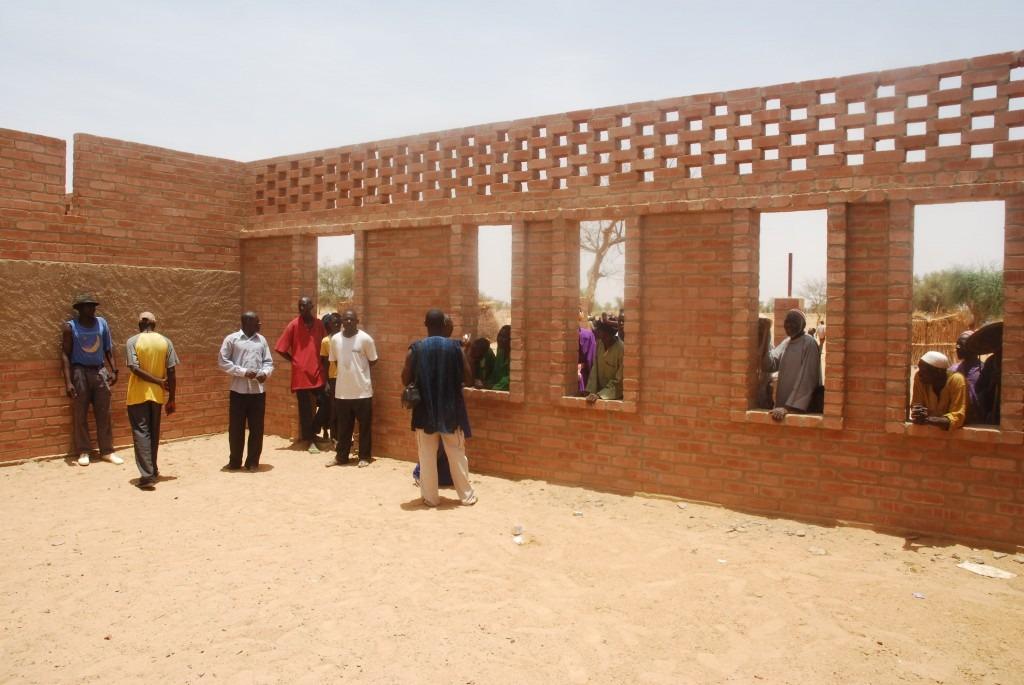 mali-gangouroubou-ecole-primaire-au-pays-dogon-par-levs-architecten-27