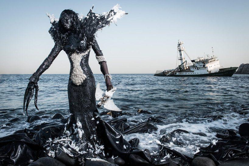 senegal-fabrice monteiro-montre -la-pollution-avec-des- vetements-a- ordures (2)
