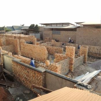 du-japon-a-louganda-des-briques-de-terre-pour-la-residence-universitaire-ashinaga-uganda-par-terrain-architects29