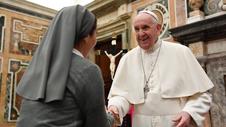 François: les femmes consacrées, une «présence irremplaçable» dans l'Église