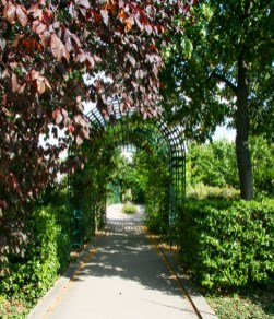 Promenade Plantée. Ruth and Rick Meghiddo, 2010. All Rights Reserved.