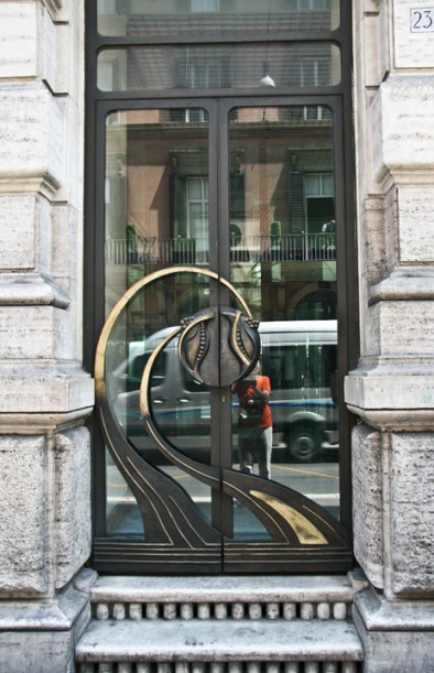 Door at via del Corso.Copyright Ruth and Rick Meghiddo, 2010. All Rights Reserved.