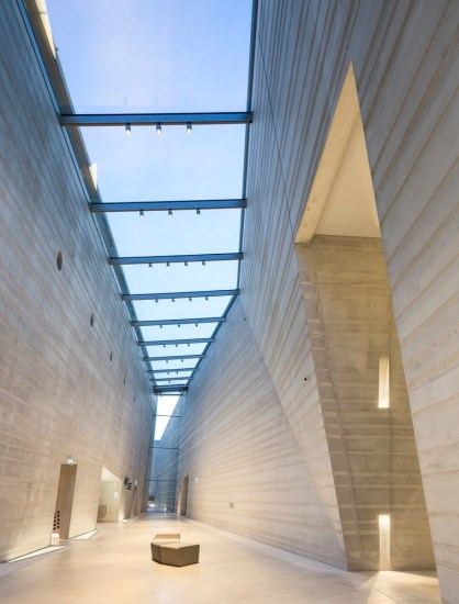 Lascaux IV / Snøhetta + Duncan Lewis Scape Architecture. Photo:: Boegly + Grazia photographers,Dan Courtice.