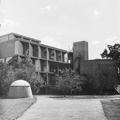 Carpenter Center for the Visual Arts, Harvard, 1963. Architect: Le Corbusier. Photo: R&R Meghiddo.