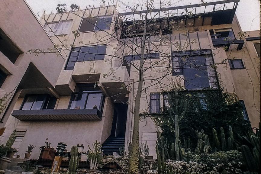 Manola Court Apartments, 1926-39. Architect: Rudolph Schindler. Photo: R&R Meghiddo.