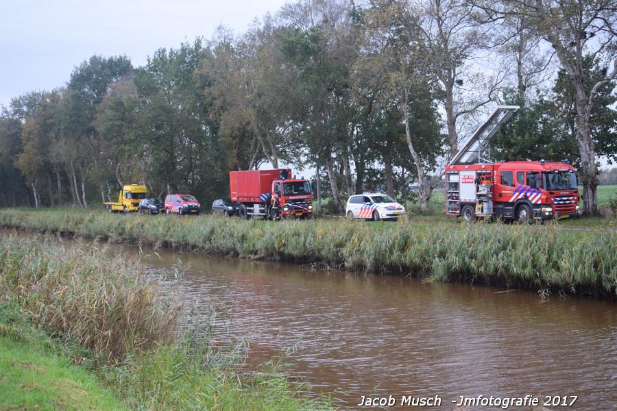 21-10-2017 auto te water Vlagtwedde