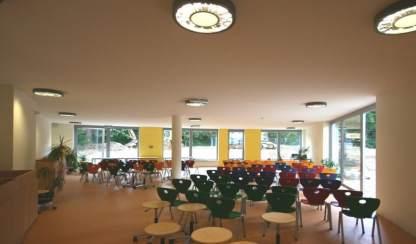 6 Eine Montessori Grundschule in moderner Architektur