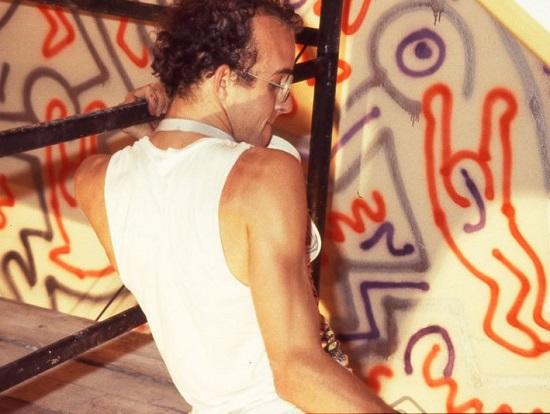 keith-haring-nel-negozio-fiorucci-di-san-babila-a-milano-1983