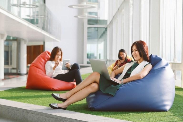 """常態""""996"""":員工常加班一定會離職嗎?創意辦公室福利提高心理幸福感(2020)"""