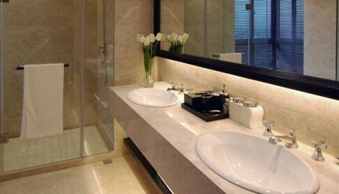 對房門,配錯色,壓財位:這樣的廁所要改位置嗎?【洗手間風水2020】