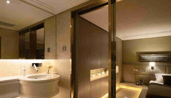 細廁所可以怎樣裝修?3個扮酒店用玻璃間隔主睡房和廁所浴室的家居設計案例(2020)