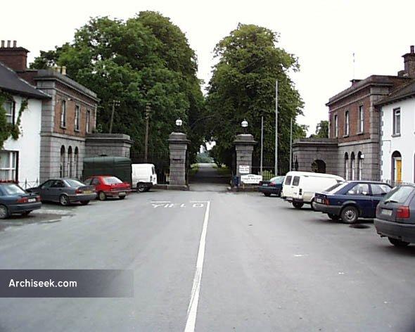 hopecastle-gates