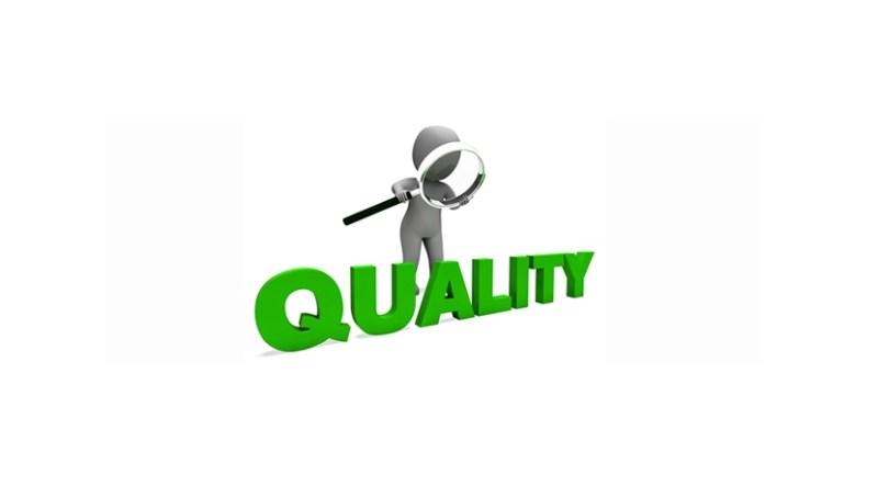Logo de calidad y lupa