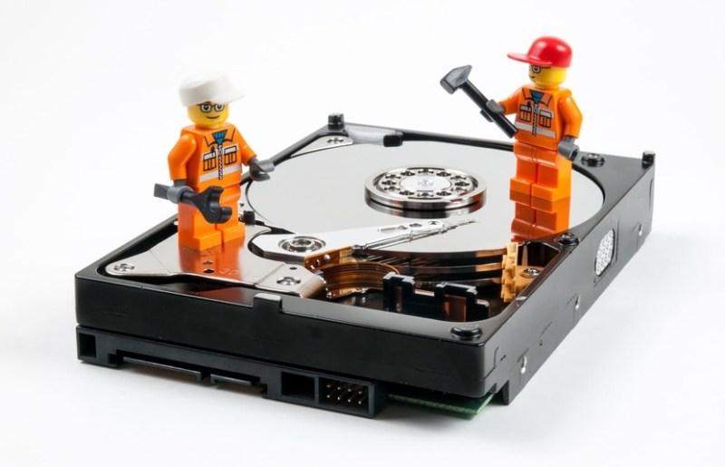 Disco duro con dos operarios LEGO