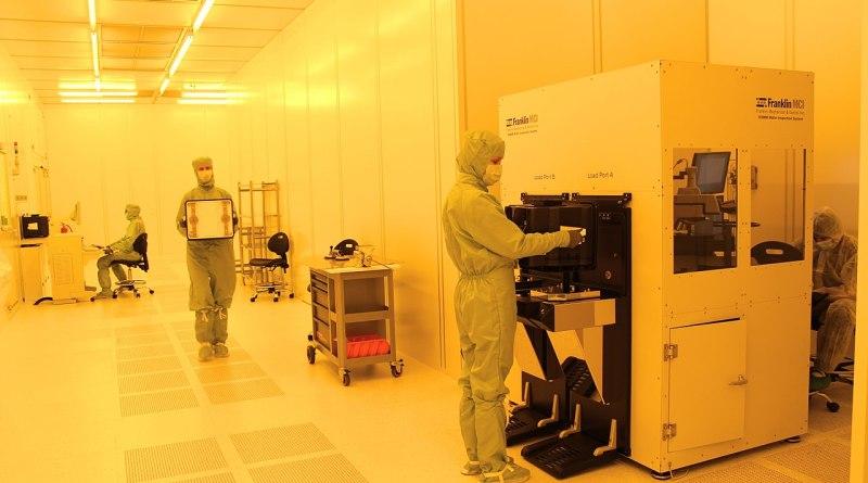 sala limpia en fábrica de chips semiconductores, suministros obleas