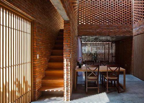 Rumah Bata karya Tropical Space dengan Konsep yang