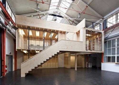 Desain Bangunan Kayu Dengan Konsep rumah dalam rumah