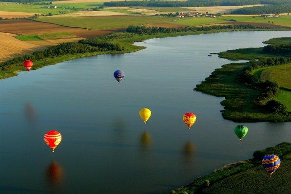 hot-air-balloon-590126_1920