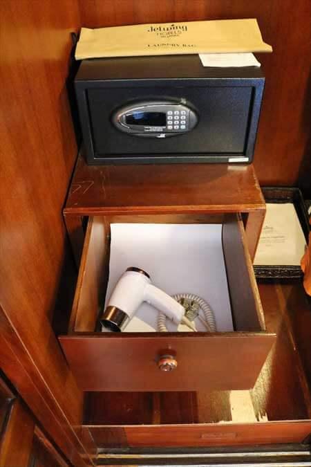 ジェットウィング ライトハウス デラックス ルーム セーフティーボックス ヘアドライヤー jetwing lighthouse deluxe room bathroom amenity safety box hair dryer