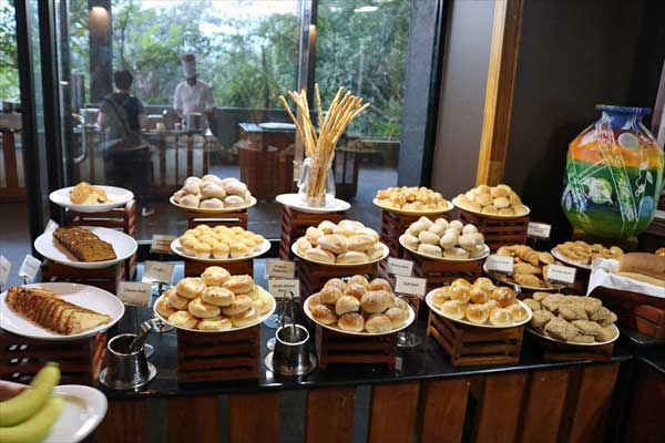 ヘリタンスカンダラマ カンチャナ レストラン「ビュッフェ・朝食パン」(シギリヤウィング6階)