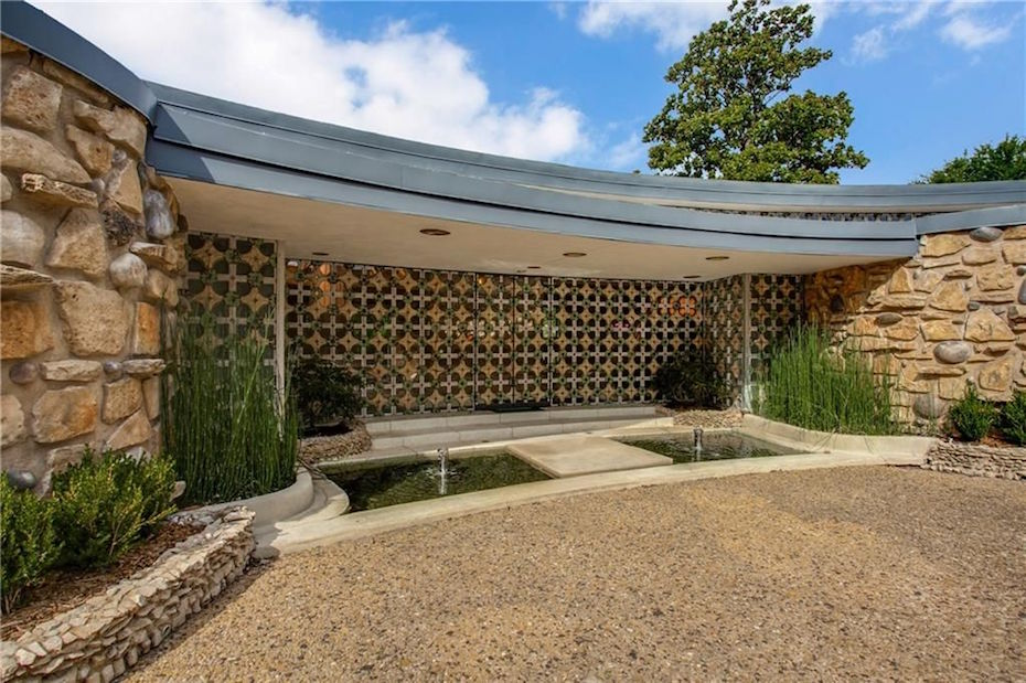 "Organic Architecture:  The Disputed ""Round House"" in Dallas"